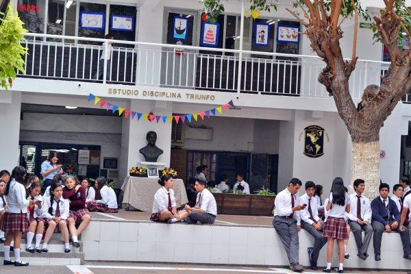 Alumnos del Colegio America festejan 53 años del plantel