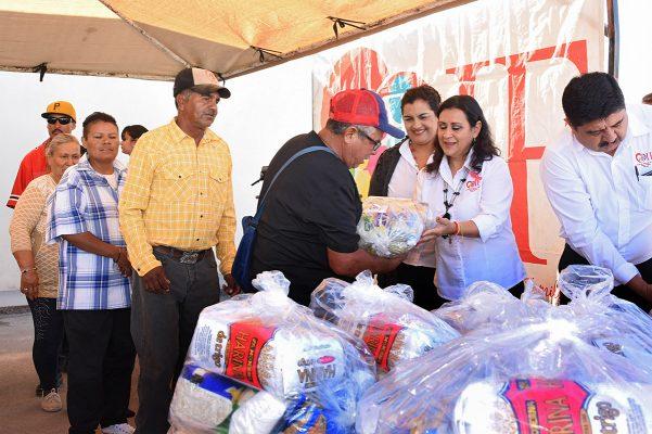 DIF Gómez Palacio hace entrega de despensas a familias de pepenadores