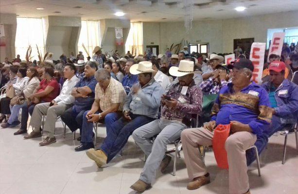 Ejidatarios de varias regiones del estado acuden a plantear problemas agrarios.