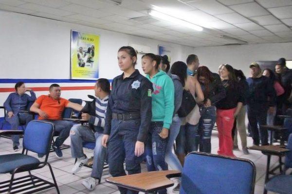 Entregan estímulos a policías de Monclova por 12 mil pesos a cada uno