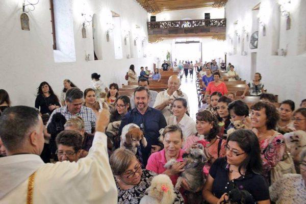 Con motivo al día de San Francisco de Asís, en esta capilla se realizó la bendición de mascotas.
