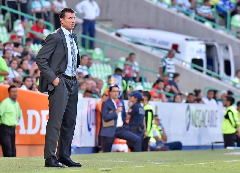 Santos le gana al Necaxa en casa