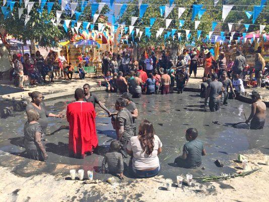 De la fe a la charlatanería en fiestas de Niño Fidencio en Espinazo
