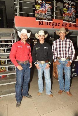 Los brasileños Washington Venancio y Valdomiro Rodríguez, así como el texano Sack Siman, forman parte del grupo de 20 jinetes de Cuernos Chuecos que se presentan este sábado en el Coliseo Centenario de Torreón.