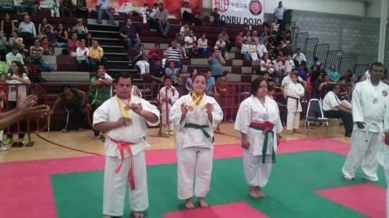 Deportistas Especiales de la UDT irán a competencia de Karate Do