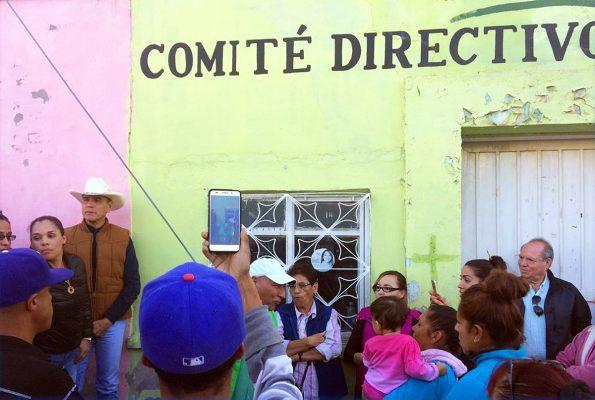 Afuera de las oficinas municipales del PRI, se congregaron representantes de sectores, organizaciones y militantes priistas para impedir que Marisol Peña, rindiera protesta como nuevo líder del partido.