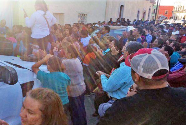 Cuando menos 400 priistas de este municipio impidieron ayer que Marisol Peña Rodríguez, diputada, rindiera protesta como presidente del CDM del PRI, por lo que el acto se suspendió.