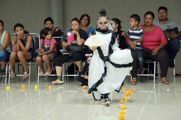 Con la participación de representantes de los centros comunitarios del DIF Torreón, se realizó recientemente un concurso de catrinas.