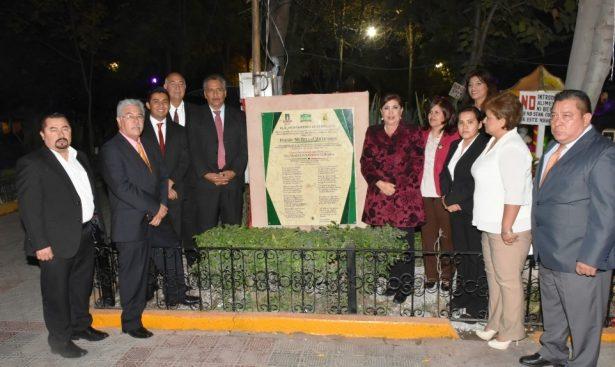 """Devela María Luisa placa de """"Mi Bella Centenaria"""""""