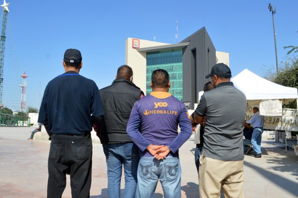 Demandan indemnización justa policías despedidos