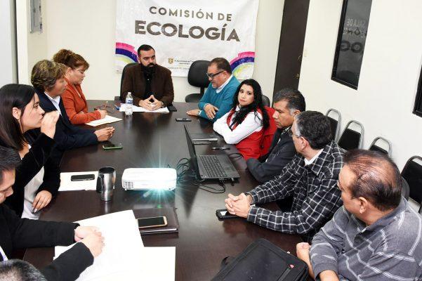 Comisión de Ecología revisa con el director y jefes de departamento avances y resultados del área