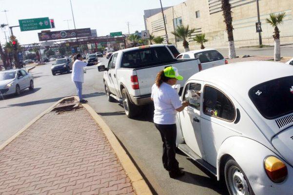 La campaña de limpieza que emprendió la regidora Lourdes Arjón, también contempla el volanteo.