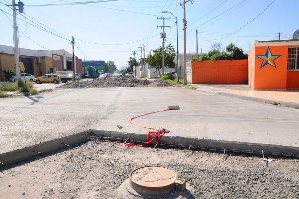 """Obras a medias se pueden observar en el Parque Industrial Lagunero """"Carlos Herrera"""", ya que la pasividad de la Secope no permite terminarlas en tiempo y forma."""