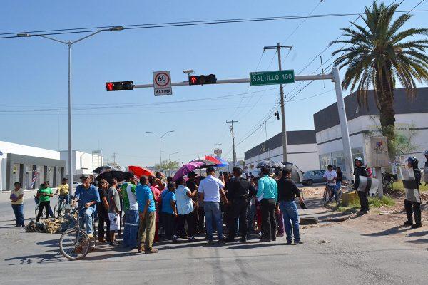 Los campesinos del ejido Nueva California se manifestaron cerrando el cruce de Juárez y calzada México.