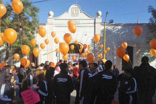 Realizan marcha por la erradicación de la violencia contra mujeres en Lerdo