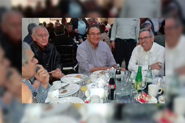 Festeja Javier Guerrero su cumpleaños con amigos de región Centro