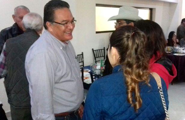 En reunión de amigos de la región centro Javier García en Monclova.