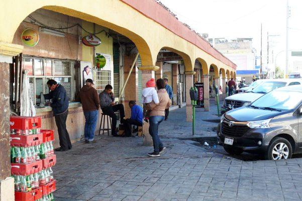 Comerciantes del mercado municipal presentan solicitud para vender en las banquetas