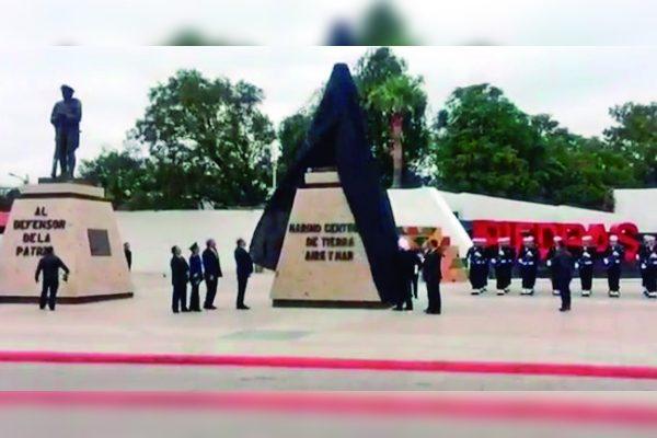 Develan en la frontera estatua en honor a los marinos