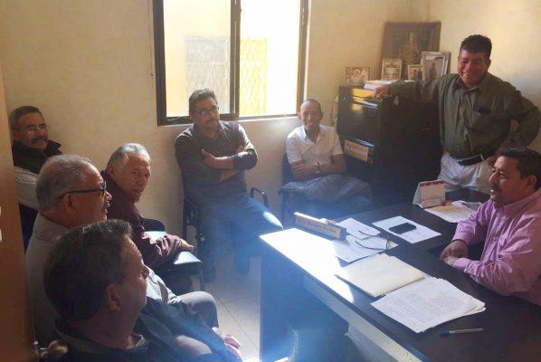 Taxistas de CTM pelean bases de otras organizaciones en Frontera