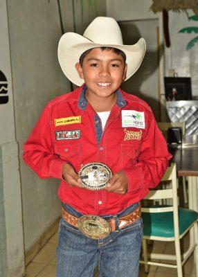 Diego Ceniceros Flores, primer lugar en amarre de borrego en categoría infantil.
