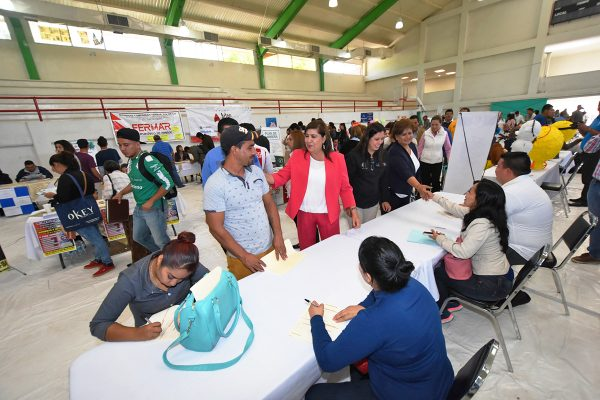 Cientos de jóvenes acudieron a la Segunda Feria del Empleo 2017, a fin de capitalizar una vacante de las 530 que se ofrecieron.