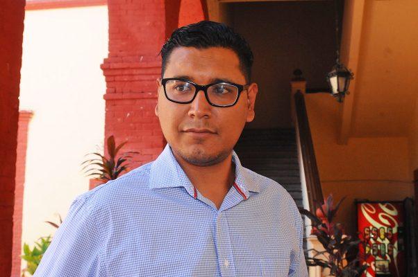 Juan José Jiménez Varela, titular de Obras Públicas, dijo que el proyecto de la avenida Francisco Sarabia también contempla doscientas luminarias para una inversión total de 4.1 millones de pesos.