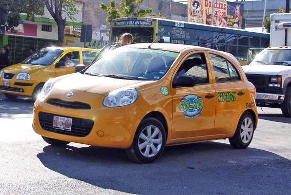 Los taxis 20-20-20 incorporan whatsapp a su servicio