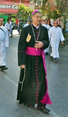 Con la tradicional Misa de Gallo, ahora ofrecida por el nuevo obispo de Torreón, Luis Martín Barraza Beltrán, concluyeron ayer el paso de las peregrinaciones hacía la parroquia de Nuestra Señora de Guadalupe.