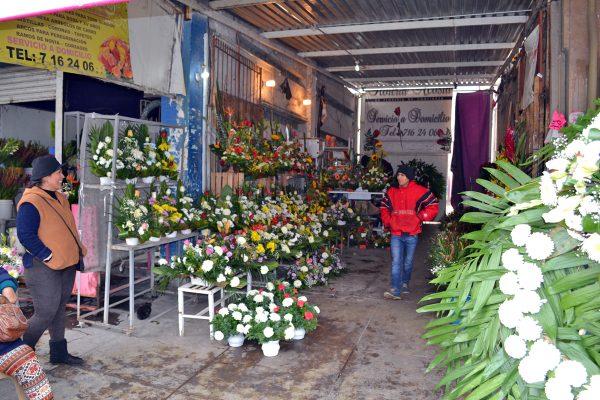 Mercado de Flores aumenta sus ventas con festejos guadalupanos