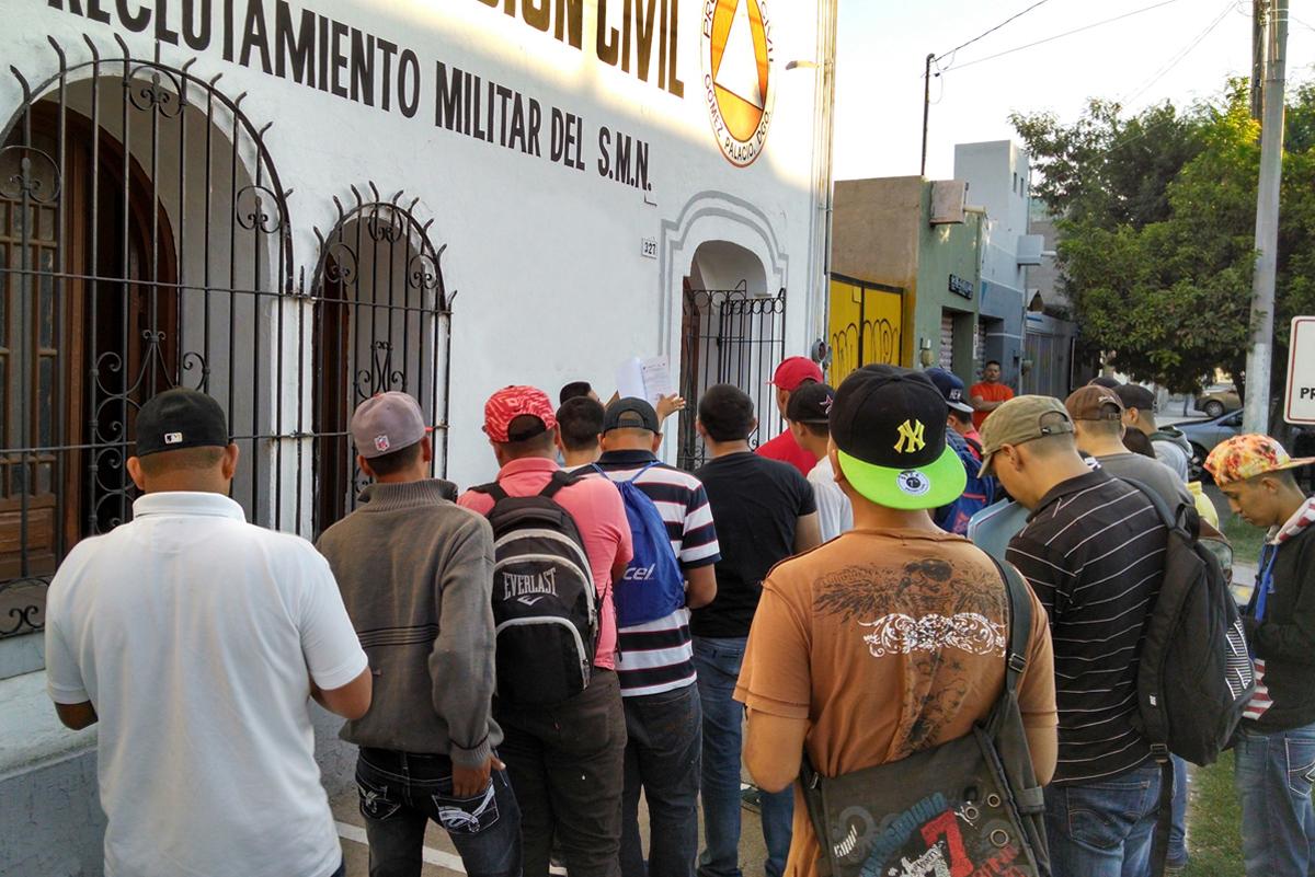 Entregan cartillas liberadas a 112 marineros del Servicio Militar