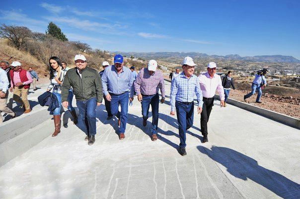 Más de 260 mdp para caminos en Santiago Papasquiaro: Aispuro