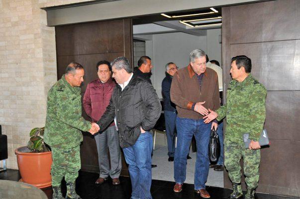Autoridades estatales encabezadas por el gobernador Miguel Ángel Riquelme y mandos militares durante la reunión del Grupo de Coordinación Operativa celebrada ayer.