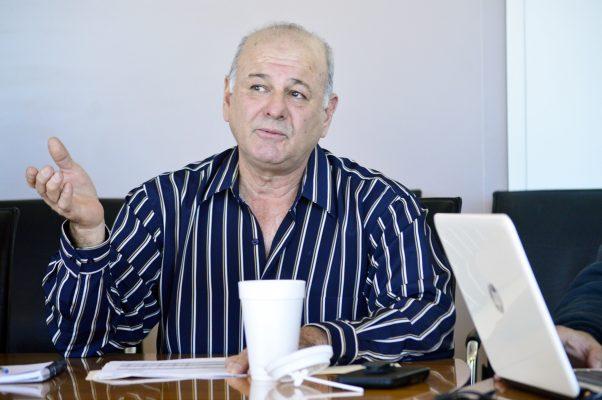 Manuel Acuña Cepeda, director de Salud Municipal de Torreón, enfrenta un serio problema de perros callejeros.