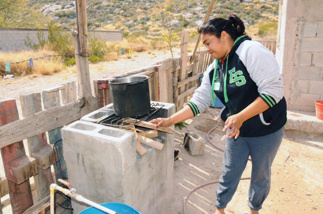 Cientos de familias del campo vuelven a cocinar con le a for Cocinar con 20 soles
