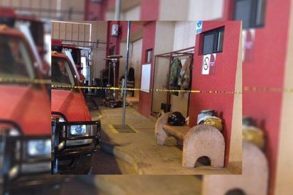 Muere indigente en central de bomberos