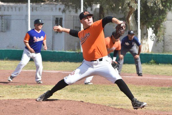 Axel Ríos, pitcher del revés.