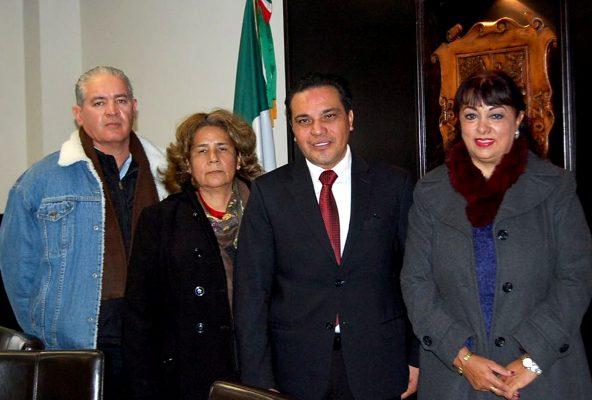 Viola la Constitución y el Código Municipal alcalde de Parras