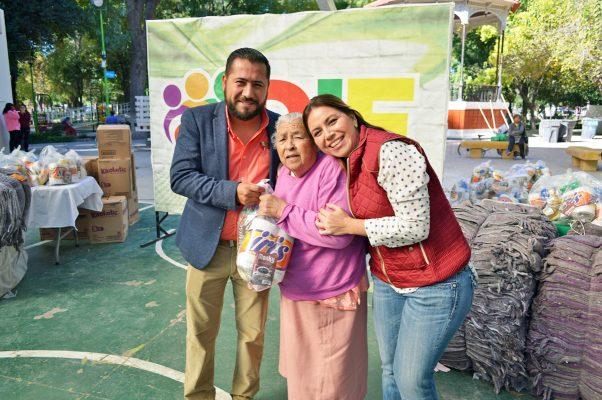 Con apoyo del DIF estatal, en días pasados del DIF Lerdo favoreció a 500 familias con apoyos alimenticios.