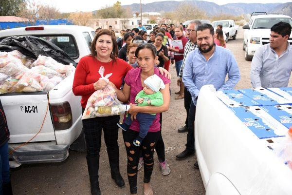 Entrega María Luisa apoyos a familias del ejido Margarito Machado