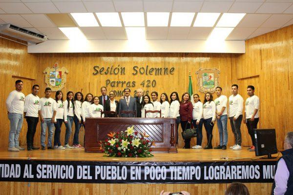 El Ayuntamiento de Parras brinda este reconocimiento cada año a personas que destacan en su vida profesional.