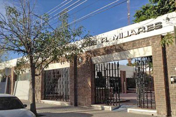 Retienen becas del Centro Cultural José R. Mijares