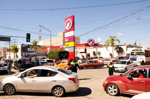 Tras expenderse gasolina más barata, hubo compras de pánico ayer aquí.