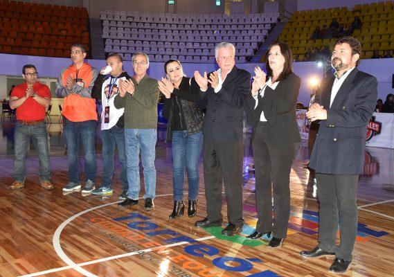 Jorge Zermeño Infante, presidente municipal de Torreón y Moisés Arce Daher, fueron los encargados de darle la bienvenida a Industriales.