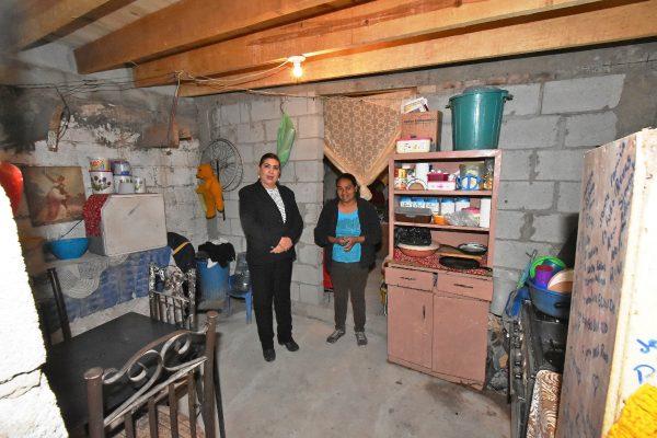 María Luisa entregó obras de mejoramiento a la vivienda en El Centauro