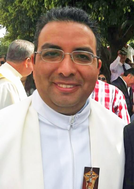 Padre Rafael López, director del Periódico Diocesano de Torreón.