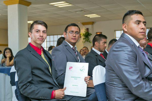 A través de una ceremonia de graduación, 49 profesionales técnicos egresados del CETLAR recibieron sus certificados de conclusión de estudios.