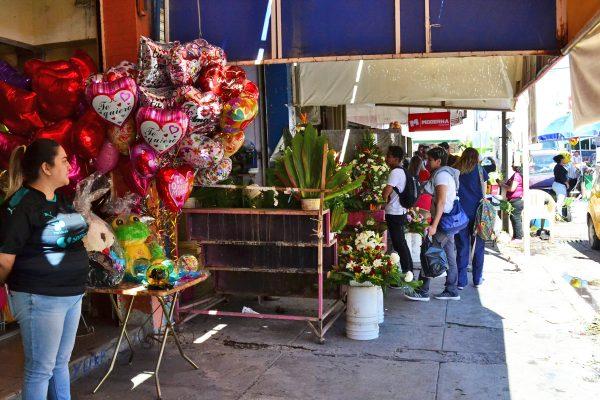 Las flores fue lo más regalado ayer, Día del Amor y la Amistad.