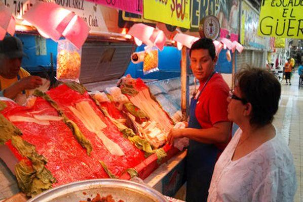 Pescaderías del mercado Juárez se encuentran listas y surtidas para los días de Cuaresma que se aproximan.