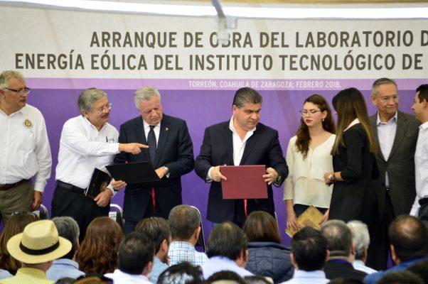 Constancias de acreditaciones académicas se entregaron ayer a las carreras que imparte el Instituto Tecnológico de La Laguna.